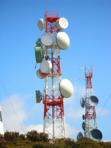 communication antena with an array of dishes